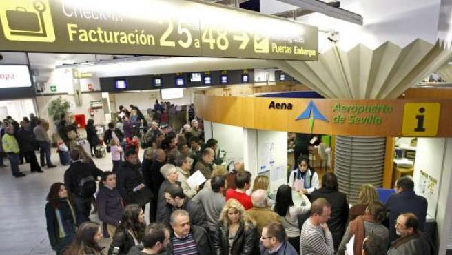 Imagen del aeropuerto de Sevilla durante el paro masivo de controladores.