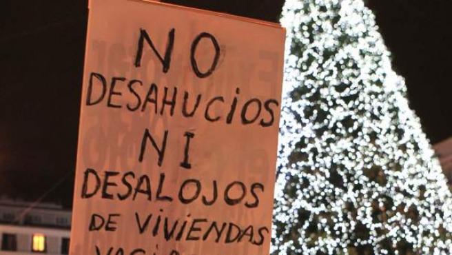 Imagen de uno de los carteles en la protesta del lunes por el desalojo del Hotel Madrid.