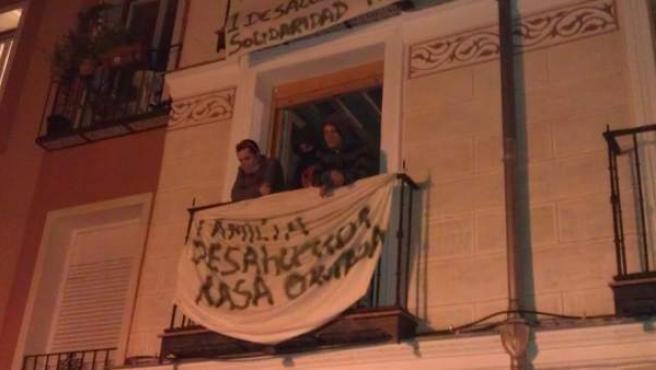 Edificio 'okupado' en la calle Tres Peces de Madrid.
