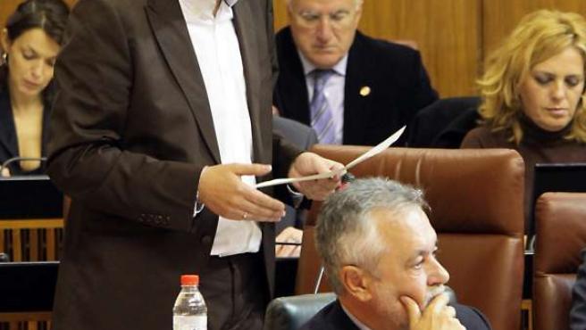 Mario Jiménez Interviene En Un Pleno Del Parlamento
