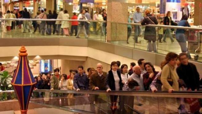 Un centro comercial durante la campaña navideña.