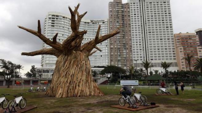 Una escultura de un baobab, construida con motivo de la Cumbre del Clima en Durban (Sudáfrica).