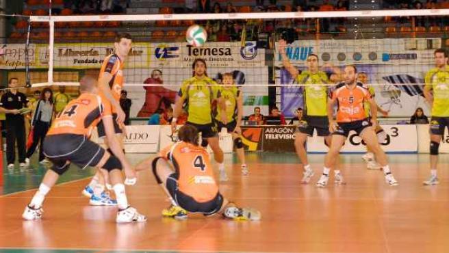 Partido entre Caja 3 Voleibol Teruel y Multicaja Fábregas Sport de la Superliga de voley.