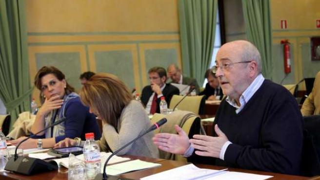 El Socialista José Caballos, Durante Su Intervención En La Comisión De Hacienda