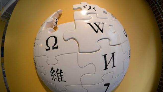 Recreación física del logotipo de la Wikipedia.