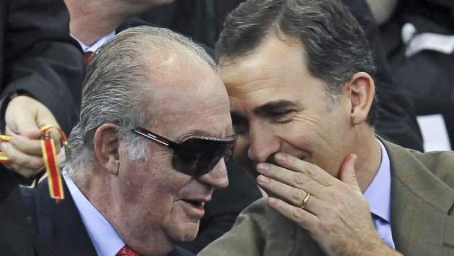 El rey Juan Carlos y el príncipe Felipe coincidieron durante la final de la Copa Davis entre España y Argentina.