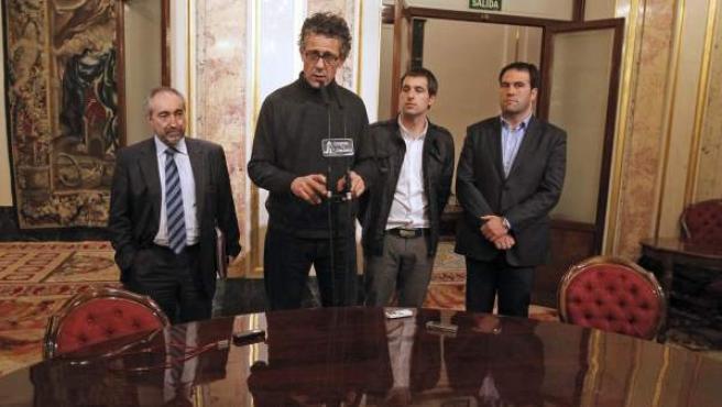 Los diputados de Amaiur (de izq. a dcha.), Rafael Lareina, Xabier Errekondo, Iker Urbina y Jon Iñarritu.