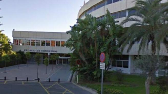 Entrada al Palacio de Congresos de la Costa del Sol, en cuyos sótanos se conserva una de las máquinas que se utilizaron durante el franquismo para censurar películas españolas.