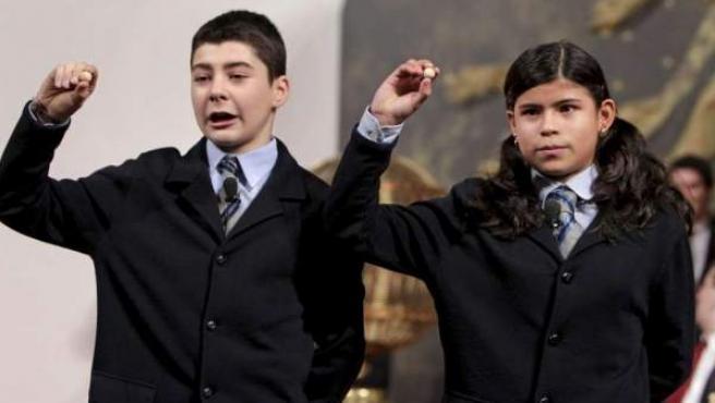 Dos niños de San Ildefonso, en el sorteo del 'Gordo' de Navidad de 2010.