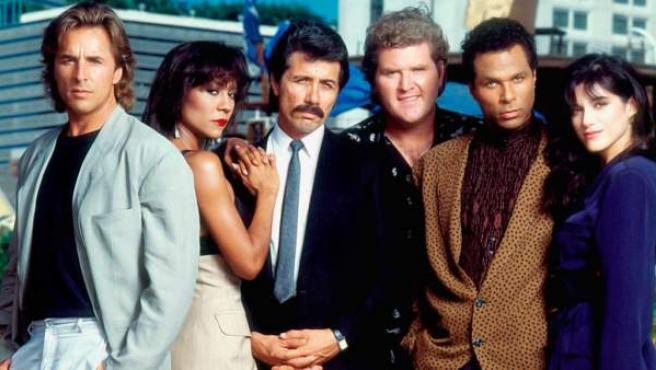 Don Johnson, junto a sus compañeros de 'Corrupción en Miami'.