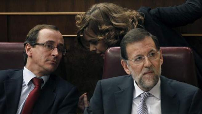 Rajoy (d), junto a Alfonso Alonso y Soraya Sáenz de Santamaría.