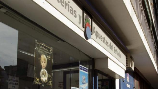Dos personas han perpetrado un robo en una administración de lotería del distrito de Tetuán de Madrid. En la imagen, dicho establecimiento.