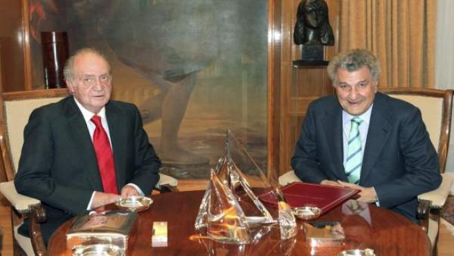 El rey Juan Carlos recibe al presidente del Congreso, Jesús Posada, quien ha acudido al palacio de la Zarzuela para comunicarle la investidura del líder del PP, Mariano Rajoy, como presidente del Gobierno.