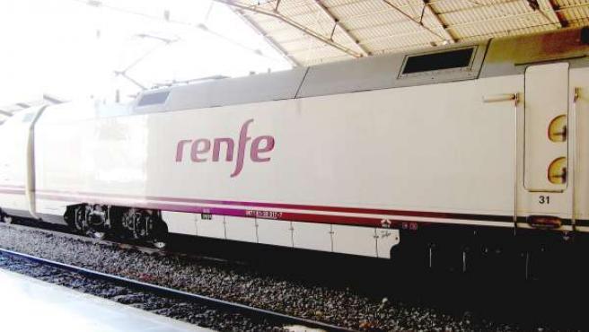 Un Tren Llegando A La Estación De Renfe De Alicante