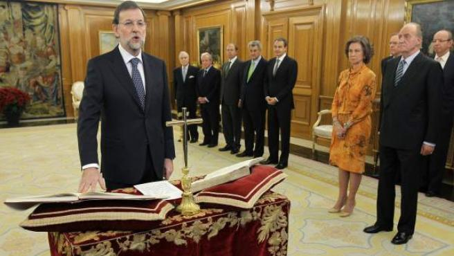 Mariano Rajoy toma posesión como presidente del Gobierno.