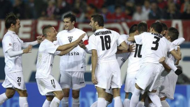 El Albacete celebra el tanto en el Calderón.