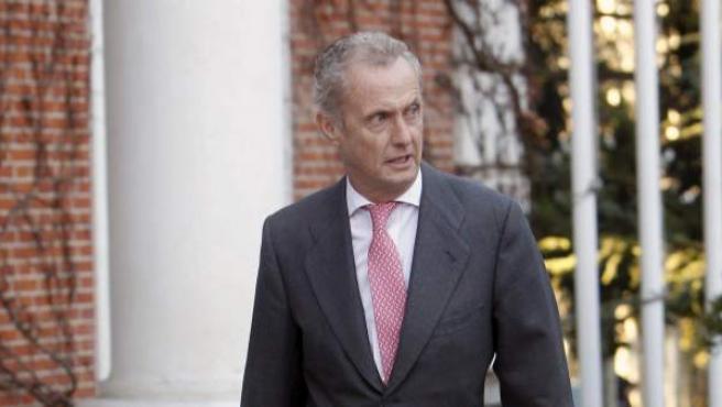 El ministro de Defensa, Pedro Morenés, a su llegada al Palacio de la Moncloa.