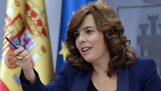La vicepresidenta primera, Soraya Sáenz de Santamaría, durante su primera rueda de prensa como portavoz del Gobierno.