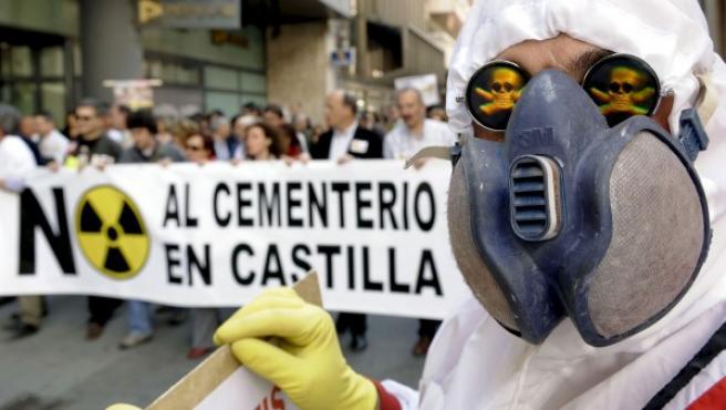 Protesta en Valladolid en abril de 2010 contra la construcción de un Almacén Temporal Centralizado (ATC) de residuos nucleares.
