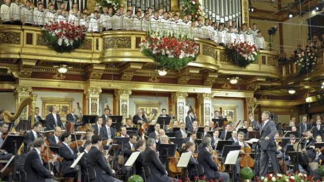 La Filarmónica de Viena interpreta el repertorio durante el Concierto de Año Nuevo en el Musikverein de Viena (Austria).