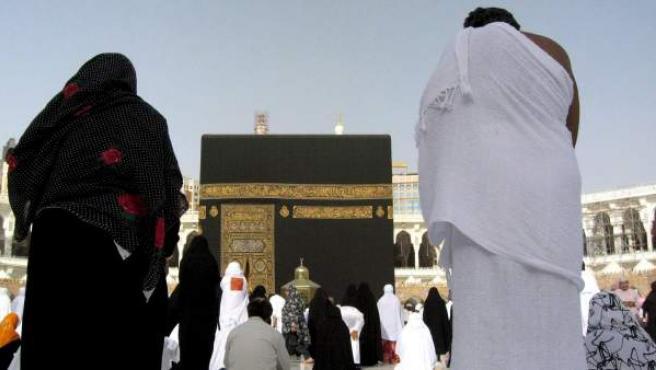 Imagen de archivo de musulmanes rezando en la Gran Mezquita Al-Haram Al-Sharif de la ciudad santa de la Meca (Arabia Saudí).