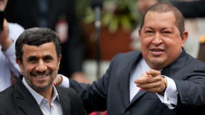 El presidente de Venezuela, Hugo Chávez, recibe a su homólogo de Irán, Mahmud Ahmadineyad en el Palacio de Miraflores, en Caracas