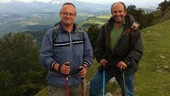 Juan Valero Posa En Una De Las Montañas Que Ha Recorrido Señalizando A Pie