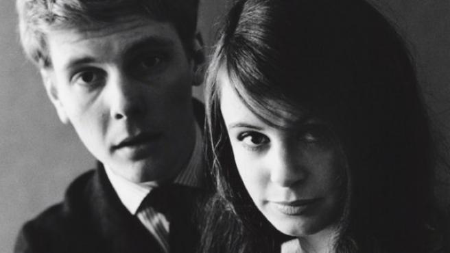 Los actores británicos James Fox y Sarah Miles en 1961