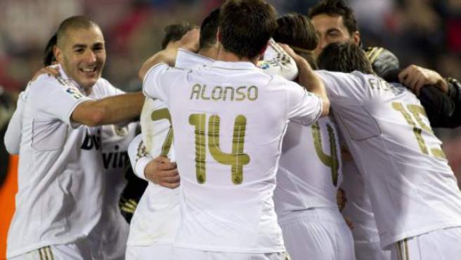 Los jugadores del Real Madrid celebran uno de los goles ante el Mallorca.