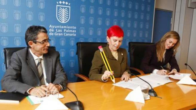 Firmal Del Acuerdo Para La Retransmisión Del Carnaval 2012