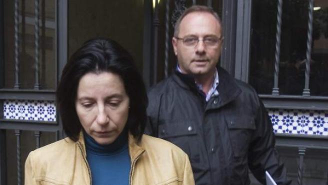 Los padres de Marta del Castillo salen de su domicilio en Sevilla.