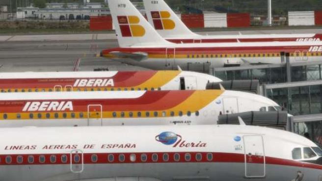 Aviones de Iberia, aparcados en la T4 del aeropuerto de Madrid-Barajas.