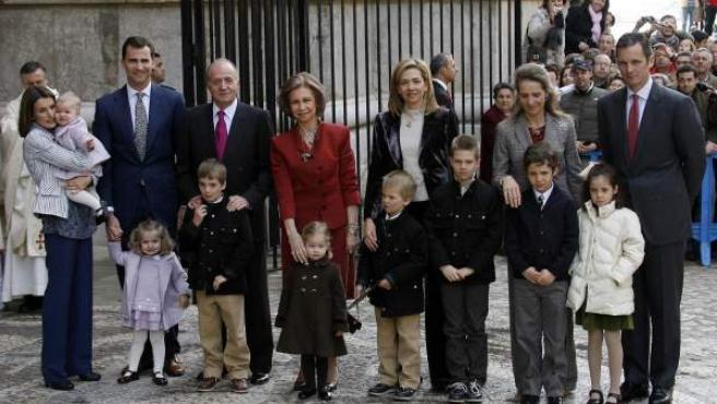 La Familia Real posa ante la catedral de Palma.