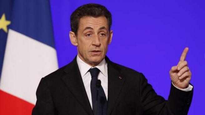 El presidente francés, Nicolás Sarkozy, pronuncia un discurso durante el simposio 'Nuevo Mundo', en París, Francia.