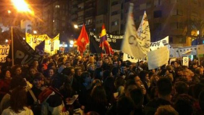 Momento de la masiva manifestación en Alicante contra los recortes en educación.