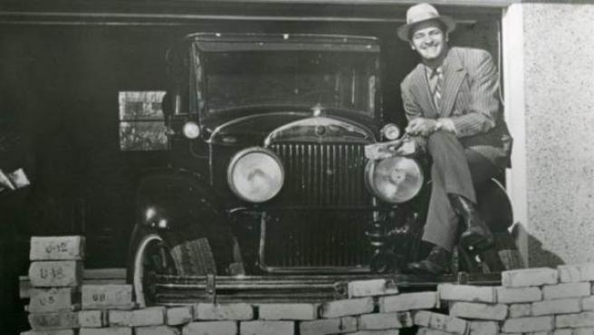 George Patey, hombre de negocios canadiense, se hizo con los ladrillos del muro de la Matanza de San Valentín, que el museo ha adquirido de los herederos de Patey