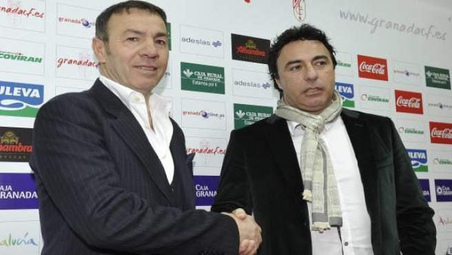 Abel Resino y Quique Pina se dan la mano en la presentación del primero como técnico del Granada.