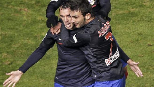 Godín, Falcao y Adrián celebran un gol del Atlético.