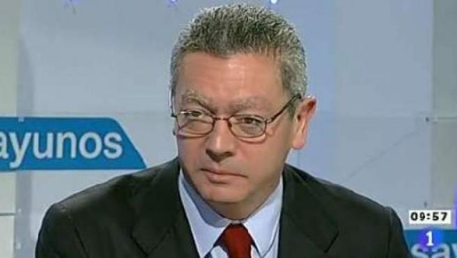 El ministro de Justicia, Alberto Ruiz-Gallardón, durante la entrevista que ha realizado en 'Los desayunos de TVE'.