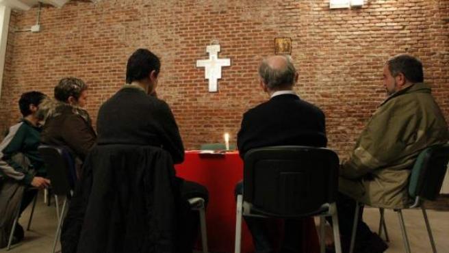 Una reunión de creyentes en Crismhom.