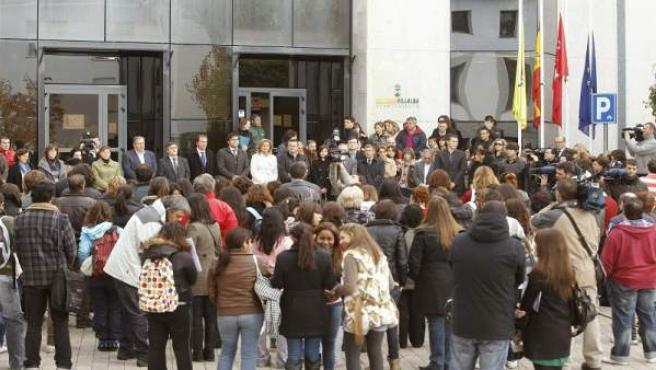 Concentración a las puertas del Ayuntamiento de Collado Villalba