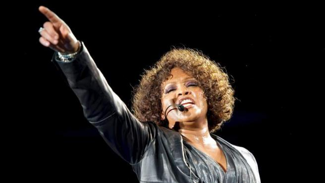 Fotografía de archivo del de 22 de mayo de 2010 de la cantante estadounidense Whitney Houston durante el concierto que ofreció en Stuttgart, Alemania.