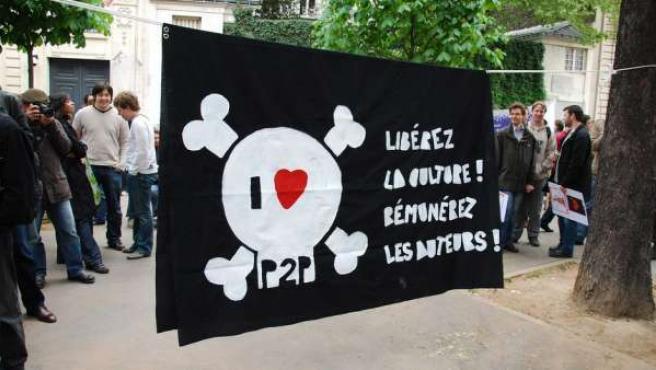 Pancarta de una manifestación contra la ley Hadopi.