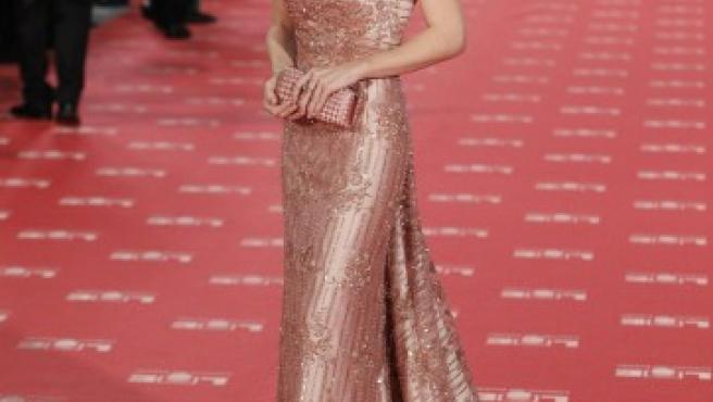 La actriz Silvia Abascal reaparece en la gala de los Premios Goya 2012 tras sufrir una hemorragia cerebral.