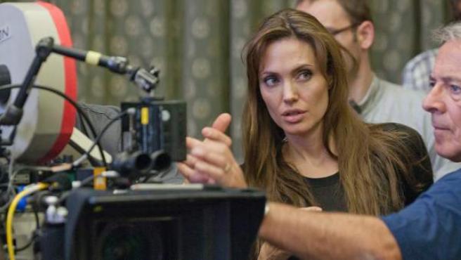 Angelina Jolie presentó en la Berlinale su primer largo como realizadora, 'En tierra de sangre y miel'.