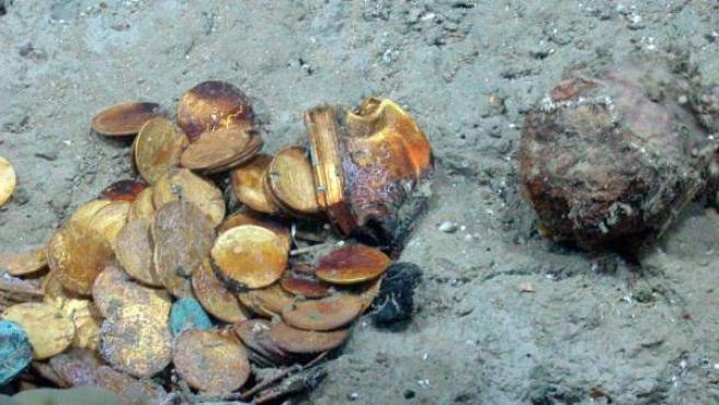 Fotografía en la que se ven algunas de las monedas de plata y oro recuperadas por Odyssey.