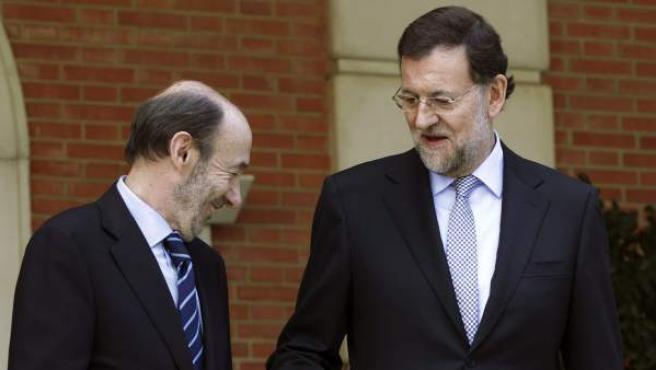 El jefe del Ejecutivo, Mariano Rajoy, y el líder del PSOE, Alfredo Pérez Rubalcaba.
