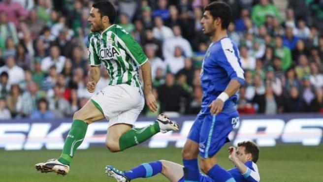 Jorge Molina, delantero del Betis, en el momento en el que marcó su gol ante el Getafe.