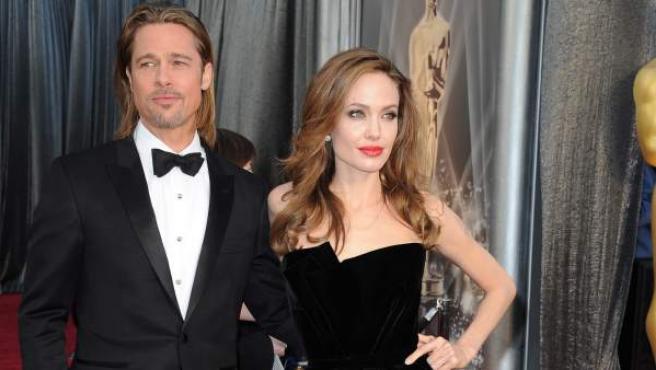 Los actores estadounidenses Brad Pitt y Angelina Jolie llegan hoy, domingo 26 de febrero de 2012, para la ceremonia de entrega de los premios Oscar en Hollywood.