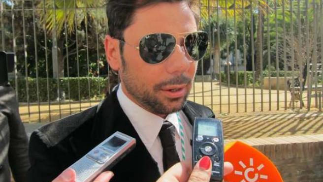 El Cantaor Miguel Poveda, Tras Recibir La Medalla De Andalucía 2012